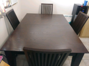 Dining Table with 6 chairs plus hidden butterfly leaf