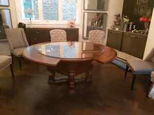 "72""round dining table with glass top. Oakville / Halton Region Toronto (GTA) image 5"