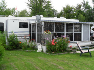Fifth-Wheel trailer for sale