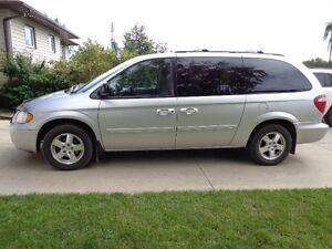 2007 Dodge Grand Caravan SXT Minivan, Van