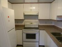 Armoires de cuisine et cusiniere / Complete kitchen and stove
