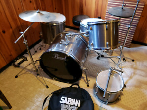PEARL FORUM SERIES 5PC DRUM SET WITH SABIAN CYMBALS & HARDWARE