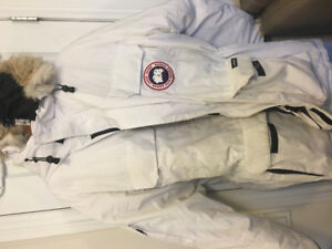 Canada goose expedition WHITE LARGE 90% NEW