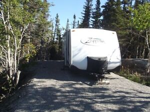 For Sale: 2005 Keystone Zeppelin Travel Trailer