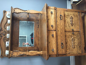 Lovely Oak Hutch with Mirror