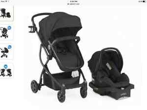 BRAND NEW STROLLER WITH CARSEAT AND BASE! NEVER USED!!!!