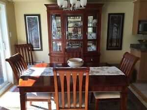 Dining table with buffet niche