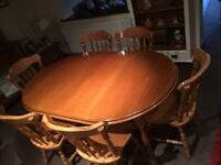6 seater dinning room table. Immaculate