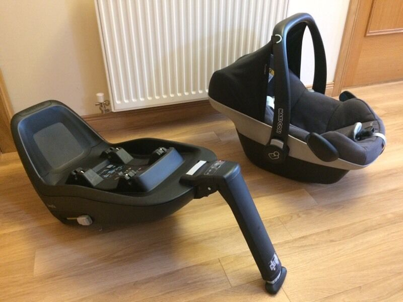maxi cosi pebble plus and 2 way fix isofix base in. Black Bedroom Furniture Sets. Home Design Ideas