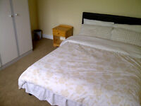 Furnished double room in a quite clean three Bedroom house
