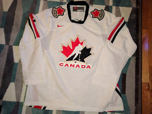 Team Canada Jersey Size Large like new ONLY 45.00
