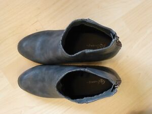 Reitmans ankle boots-size 9-leather-look-gray