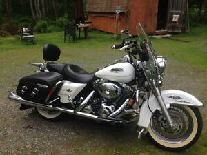 Like new, well cared for, 2004 White Road King Classic Harley