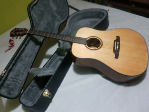 F-1000 Fender acoustic w/case