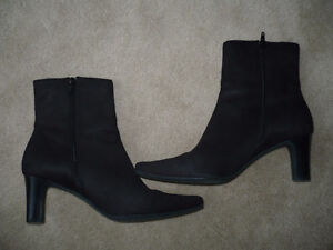 2 PAIRS OF QUALITY FOOTWEAR IN NEW CONDITION