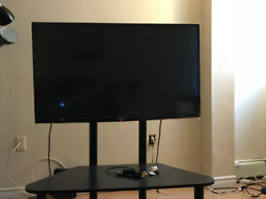 """LG 42.5"""" smart tv $500 in very good condition"""