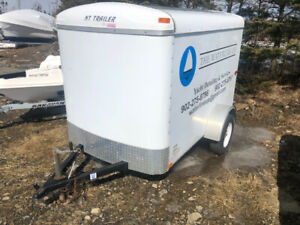 2009 TNT Enclosed trailer