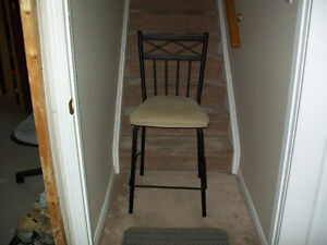 CHAIR/STOOL(2ft tall)