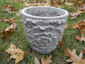 GRAY CERAMIC PLANT POT