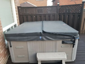 Excellent condition 6 seater hot tub for sale