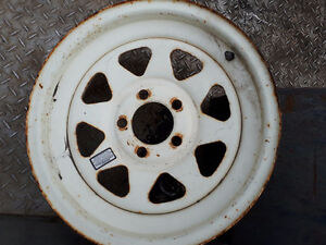 "1  15"" 5 bolt trailer rim in good condition"