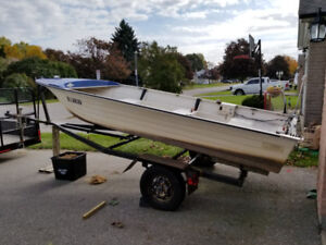 1983 Flipper Fiberglass boat 14' and trailer