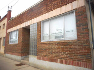 Commercial Opportunity in Downtown Vegreville!