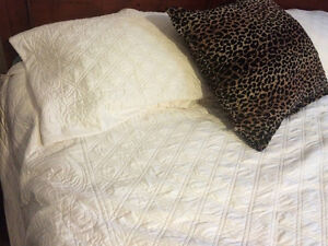Queen / King Quilt and Two King pillow covers