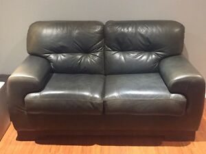 Leather sofa and love seat London Ontario image 1