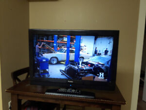 Like new 32inch Haier LCD flat screen tv