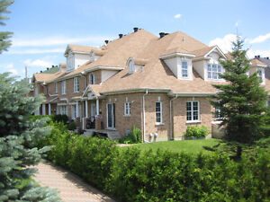 Town House For Rent in St Laurent. Maison A louer in St Laurent
