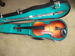 VIOLIN  JR LAWERENCE WITH HARDSHELL LOCKING CASE