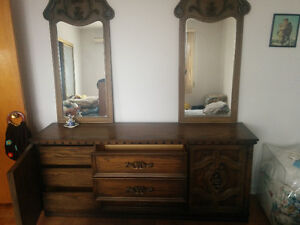 Armoire Bois Massif avec mirroirs/Cherry Wood Dresser w mirrors