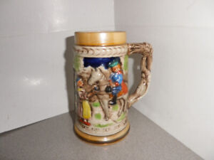 VINTAGE BEER STEIN 7 INCHES TAL