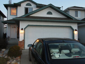 Fantastic Family Home in Silver Berry with Attached Garage!
