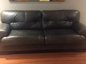 Leather sofa and love seat London Ontario image 2