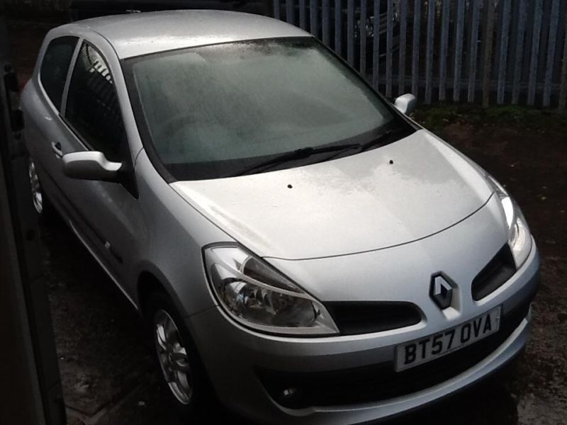 renault clio 1 2 16v 75 a c expression in swansea gumtree. Black Bedroom Furniture Sets. Home Design Ideas