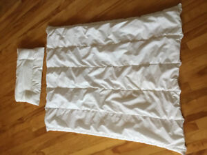 Toddler duvet and pillow with 3 duvet covers