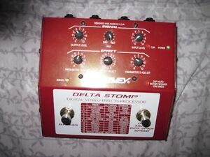 PEAVEY  DELTA STOMP MULTI EFFECTS PEDAL FOR CHORUS