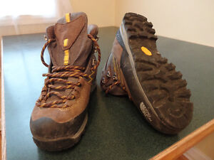 Size 6 North Face hiking boots - $130 new - Only $45 St. John's Newfoundland image 3