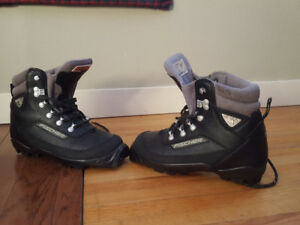 Fischer cross country ski boots size EU39 or US 8