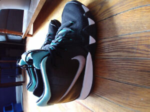 Nike Kyrie Irving size 5.5