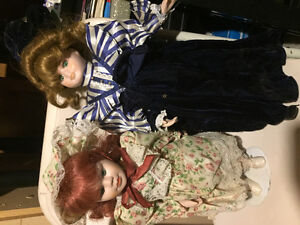 2 dolls with stands