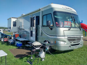 2004 Southwind 32V Mountain Aire by Fleetwood