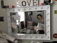 Dressing table mirror with ligjts