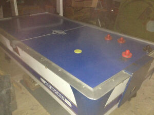 Dynamo air hockey