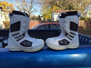 Thirtytwo snowboard boots 8.5 Cambridge Kitchener Area image 1