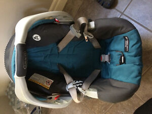 Grace snugride 30 with 2 car seat bases