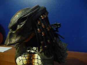 Predator 2 Masked Limited  Resin Bust West Island Greater Montréal image 6