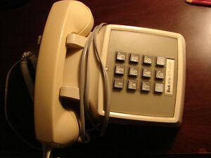 Vintage 1970's Bell System Cream Push Button Desktop Telephone